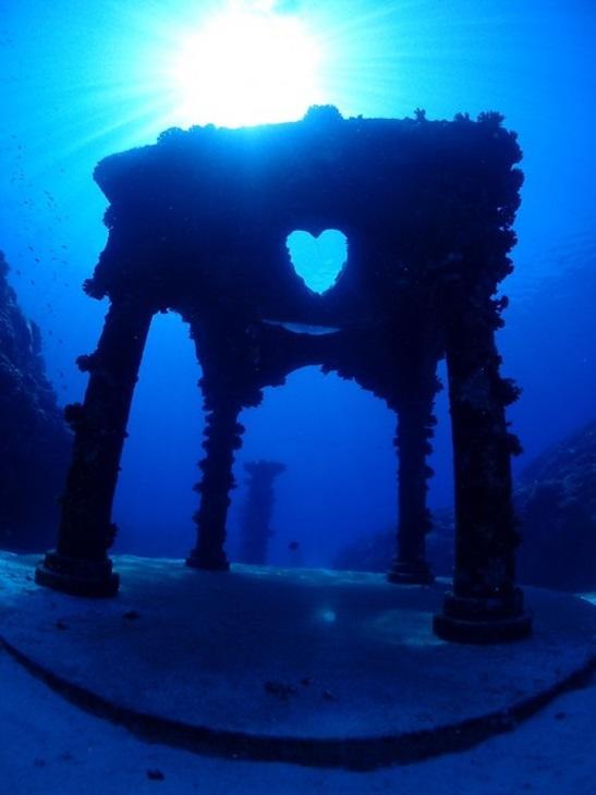 与論島 ダイビングポイント 海中宮殿 ギリシャ神殿の様♪