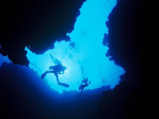 与論島 ダイビングポイント ヨロン・コロン 洞窟探検!
