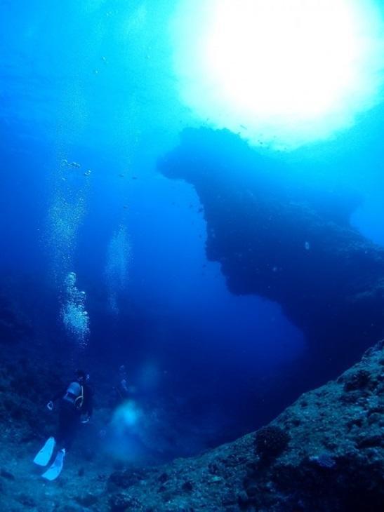 与論島 ダイビングポイント 長崎の塔 人面岩が印象的♪